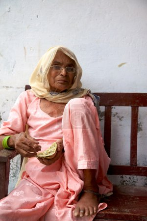 Portrait of an unidentified india woman dressed in blue