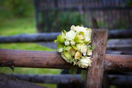 Bouquet de mariage de roses blanches