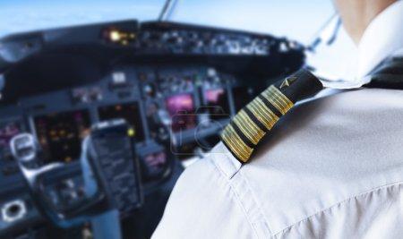 Photo pour Épaule Golden Pilot Badge Détail - image libre de droit
