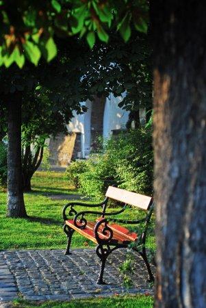 Photo pour Banc de parc au coucher du soleil - image libre de droit
