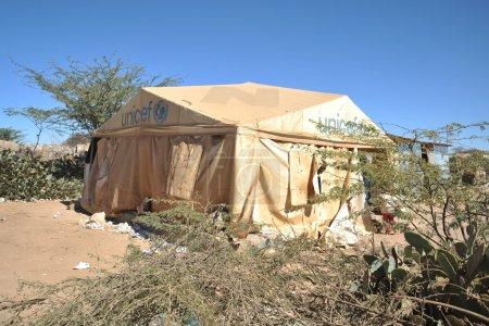 Photo pour Camp de réfugiés africains à la périphérie d'hargeisa au somaliland. avec le soutien de l'unicef, une organisation internationale, elle opère l'école. - image libre de droit