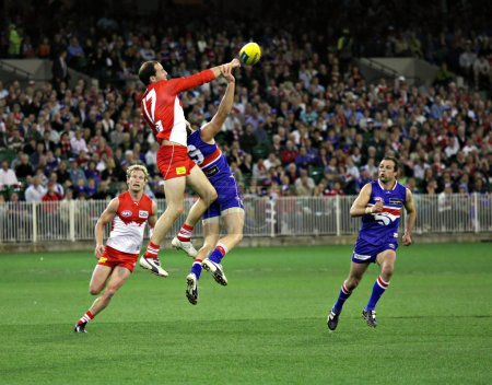 MELBOURNE - SEPTEMBER 12: Tadhg Kennelly spoils in the AFL second semi final