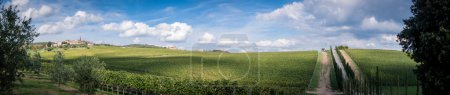 Photo pour Panorama photo of Tuscany landscape with´small town ,fields and cypress alley,Chianti region,Italy. - image libre de droit