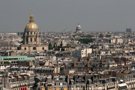 Photo pour Vue aérienne de Paris avec Dom d'or des Invalides . - image libre de droit