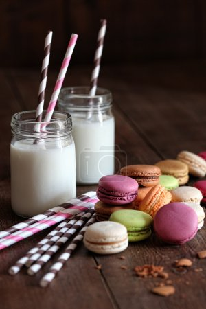 Macaroons with jar glasses and straws