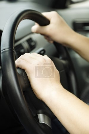 Foto de Concepto del automóvil, enfoque selectivo por lado más cercano del hombre - Imagen libre de derechos