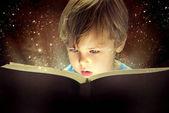 Malý chlapec a Kouzelná kniha