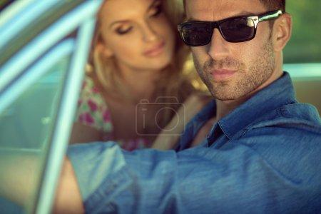 Photo pour Sérieux bel homme et sa charmante femme - image libre de droit