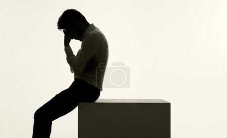 Photo pour Jeune homme d'affaires frustré de très mauvaise humeur - image libre de droit