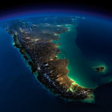 Photo pour Terre très détaillée, éclairée par le clair de lune. La lueur des villes éclaire le terrain détaillé exagéré et l'eau translucide des océans. Éléments de cette image fournis par la NASA - image libre de droit