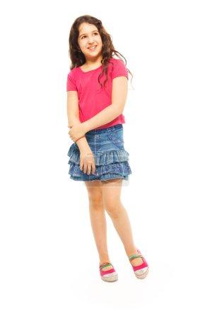 Foto de Retrato de niña de 11 años con el pelo rizado aislado en blanco - retrato de altura completa - Imagen libre de derechos