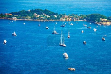 Photo pour Bateaux bateaux et yachts en Méditerranée près de Nice, France - image libre de droit