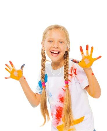 Photo pour Peint fille isolé sur blanc montre ses paumes peintes - image libre de droit