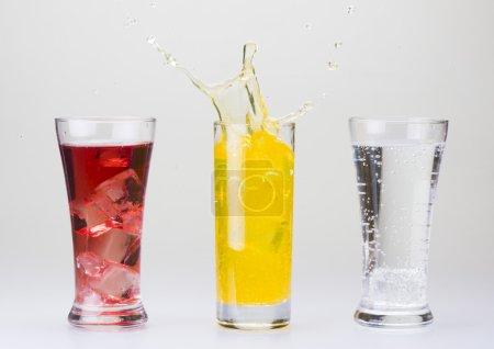 Photo pour Trois verres de boisson - image libre de droit