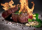 biftecks grillés bbq
