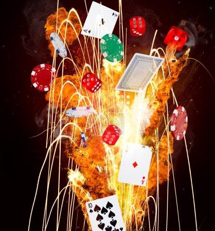 Photo pour Jetons de poker, des cubes et des cartes à jouer en mouvement - image libre de droit