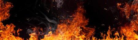 Foto de Llamas de fuego sobre fondo negro - Imagen libre de derechos