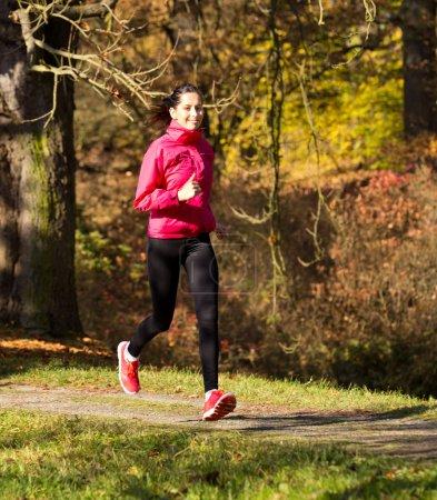 Photo pour Santé forme femme coureur courir - image libre de droit
