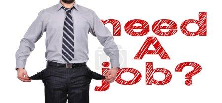 Photo pour Homme d'affaires permanent avec poches tournés intérieur vers l'extérieur, besoin d'un concept d'emploi - image libre de droit