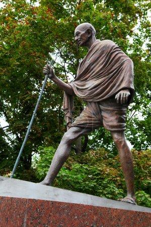 Махатма Ганди памятник в