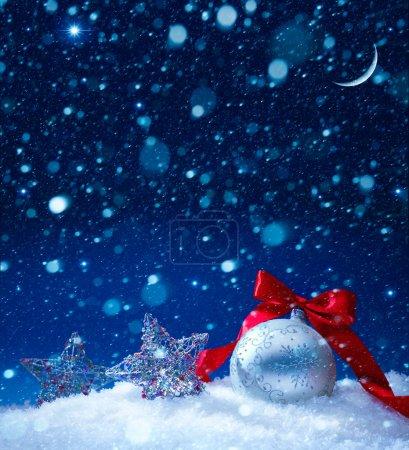 Foto de Nieve fondo mágico luces de Navidad - Imagen libre de derechos