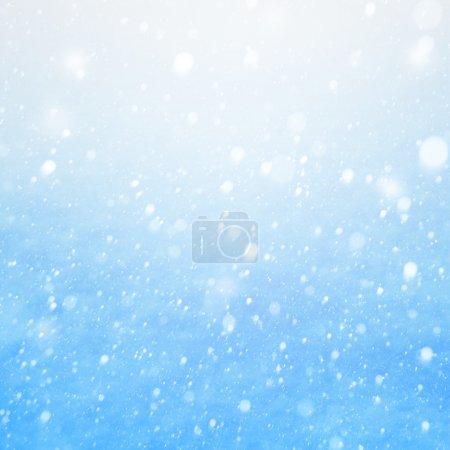 Photo pour Art tomber de la neige sur le fond bleu - image libre de droit