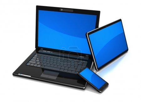 Photo pour Technologie moderne : tablette, ordinateur portable et téléphone cellulaire isolés sur un fond blanc - image libre de droit