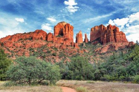 Photo pour Cathedral rock, sedona est un des endroits plus populaires en arizona - image libre de droit