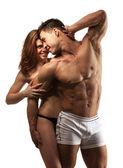 Krásná sportovní pár přes bílý