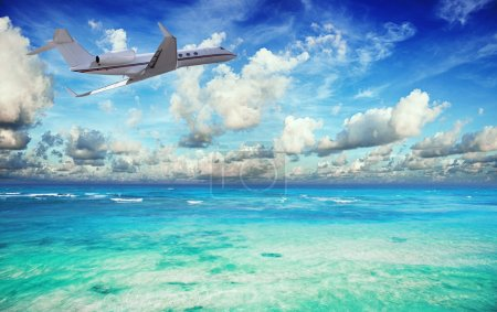 Photo pour Jet privé sur la mer tropicale - image libre de droit