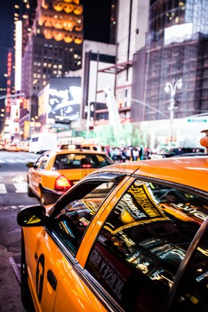 Photo pour Yellow cab speeds through Times Square in New York, NY, USA. - image libre de droit