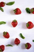 čerstvé jahody a mátou