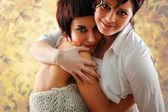 Frauen Paar Umarmung Altertuemlich