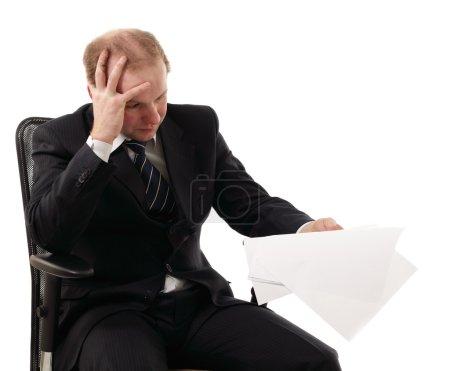 Photo pour Homme d'affaires fatigué déprimé isolé sur fond blanc - image libre de droit
