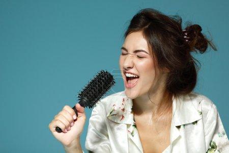 Teen girl sing song