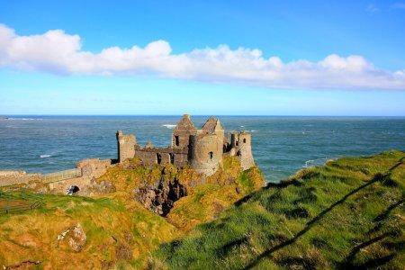 Photo pour Dunluce Castle, Irlande - image libre de droit