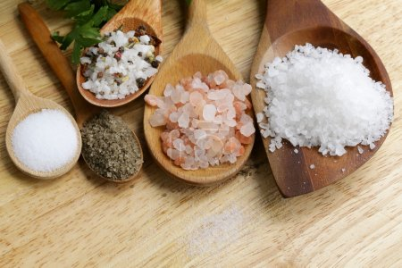 Foto de Different types of salt (pink, sea, black, and with spices) - Imagen libre de derechos