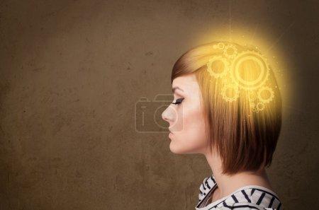 Photo pour Fille intelligente penser avec une illustration de tête de machine éclatante - image libre de droit