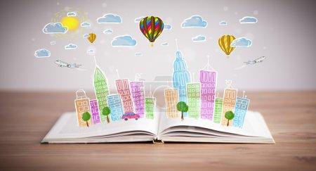 Photo pour Dessin urbain coloré sur livre ouvert - image libre de droit