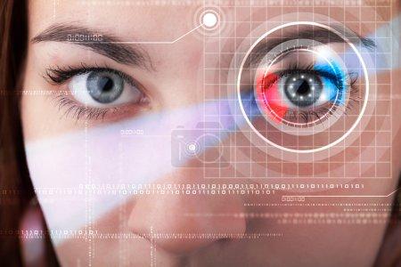 Photo pour Cyberfemme moderne avec regard technolgy - image libre de droit