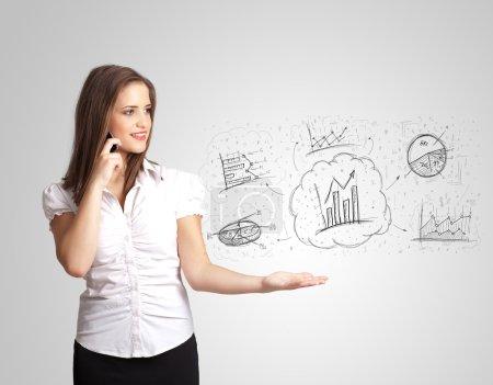 Photo pour Fille d'affaires présentant des graphiques croquis dessinés à la main et concept de graphiques - image libre de droit