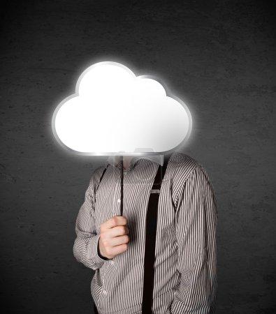 Photo pour Homme d'affaires debout et cachant sa tête derrière un nuage vide - image libre de droit