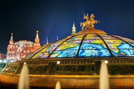 Glass cupola crowned by a statue of Saint George at the Manege S