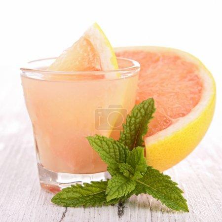 Photo pour Pamplemousse cocktail - image libre de droit