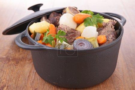 Photo pour Pot au feu, ragoût de bœuf - image libre de droit