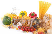 Sortiment těstovin a ingredience