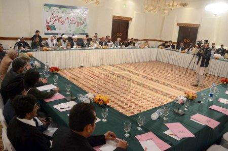 Photo pour Le chef de Jamat-e-Islami, Liaquat Baloch, prononce un discours lors de la Conférence de toutes les parties convoquée par le Majlis-e-Wahdat-ul-Muslimeen à Quetta le mardi 29 janvier 2013 . - image libre de droit