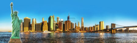 Photo pour Paysage urbain de New york city avec le pont de brooklyn sur une journée ensoleillée - image libre de droit
