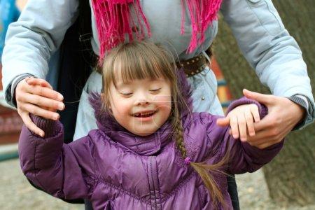 Photo pour Des moments familles - mère et l'enfant ont un amusement. - image libre de droit