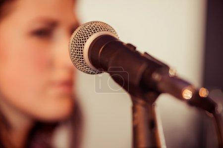 Foto de Micrófono en el disco de estudio - Imagen libre de derechos